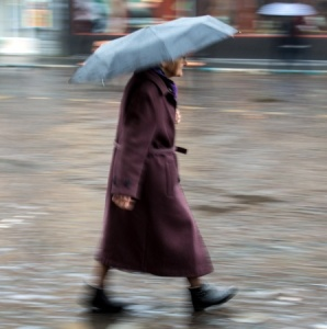 1214_MG_woman-in-rain-brolly